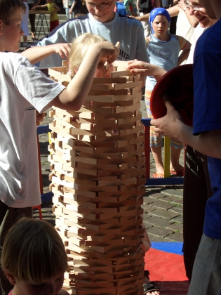 Großes Holzspektakel Einbauen